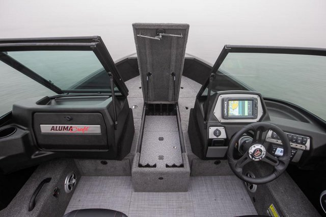 Competitor-185-FSX-Bow-Rod-Storage
